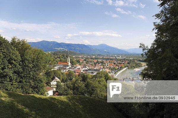 Blick auf Bad Tölz und die Isar vom Kalvarienberg  Oberbayern  Bayern  Deutschland  Europa