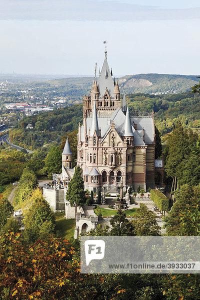Schloss Drachenburg am Drachenfels  Königswinter  Siebengebirge  Nordrhein-Westfalen  Deutschland  Europa