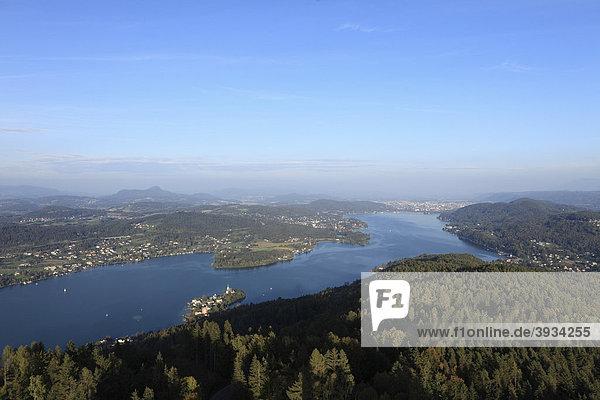 Wörther See  Wörthersee  vorne Maria Wörth  hinten Klagenfurt  Blick vom Pyramidenkogel  Kärnten  Österreich  Europa