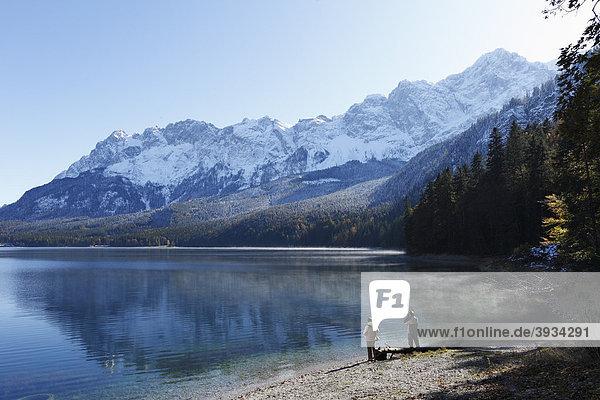 Eibsee mit Wetterstein-Gebirge  rechts Zugspitze  Grainau  Werdenfelser Land  Oberbayern  Bayern  Deutschland  Europa