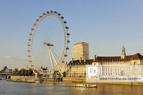 Blick über die Themse zum 135 m hohen London Eye oder Millenium Wheel  London  England  Großbritannien  Europa