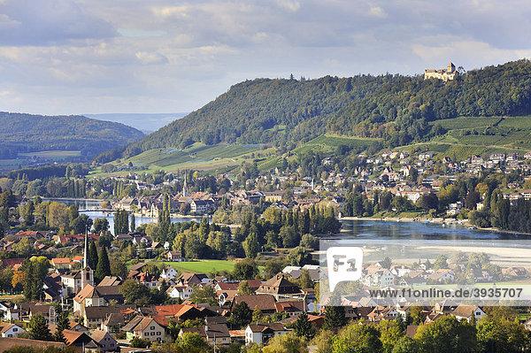 Blick über die Gemeinde Eschenz am Südufer des Rheinsees nach Stein am Rhein mit der Burg Hohenklingen  Kanton Thurgau  Schweiz  Europa