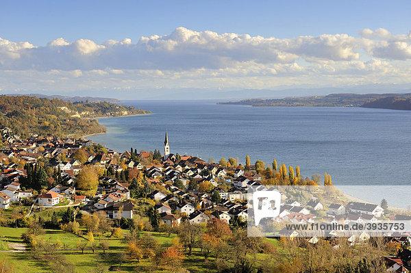 Blick über die Bodenseegemeinde Sipplingen zum Bodensee,  Bodenseekreis,  Baden-Württemberg,  Deutschland,  Europa