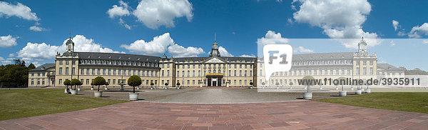 Karlsruher Schloss  Badisches Landesmuseum seit 1921  Karlsruhe  Baden-Württemberg  Deutschland  Europa Karlsruher Schloss, Badisches Landesmuseum seit 1921, Karlsruhe, Baden-Württemberg, Deutschland, Europa