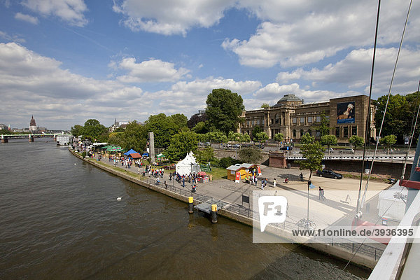 View of the Main river and the Mainuferfest festival on the shore of the Main  in the back the Staedel art museum  Frankfurt am Main  Hesse  Germany  Europe
