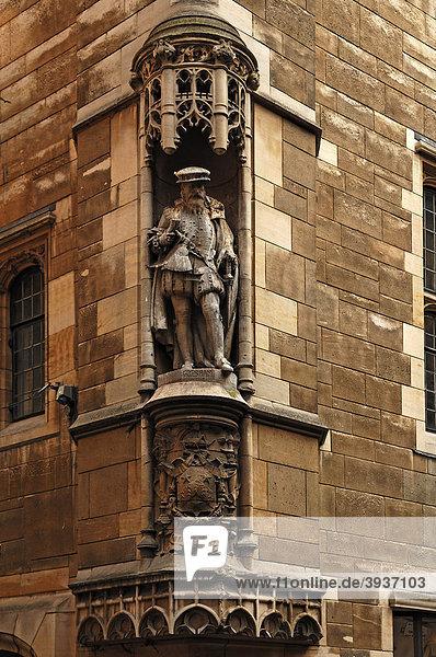 Skulptur an einem Eckhaus von Thomas Gresham  1519-1597  britischer Ökonom  Cambridge  Cambridgeshire  England  Großbritannien  Europa