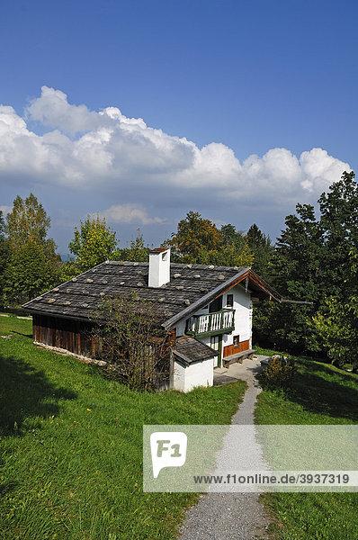 Kleinstanwesen aus Oberau  Berchtesgadener Land  erbaut 1621  Freilichtmuseum Glentleiten  Glentleiten 4  Großweil  Oberbayern  Deutschland  Europa