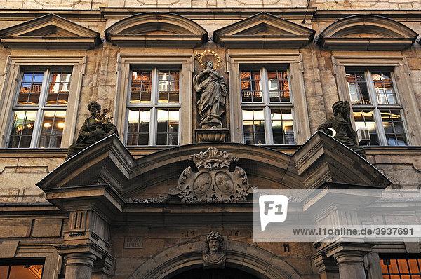 Detail der Fassade des Bibra Hauses  1716  Karolinenstraße 11  Bamberg  Oberfranken  Bayern  Deutschland  Europa
