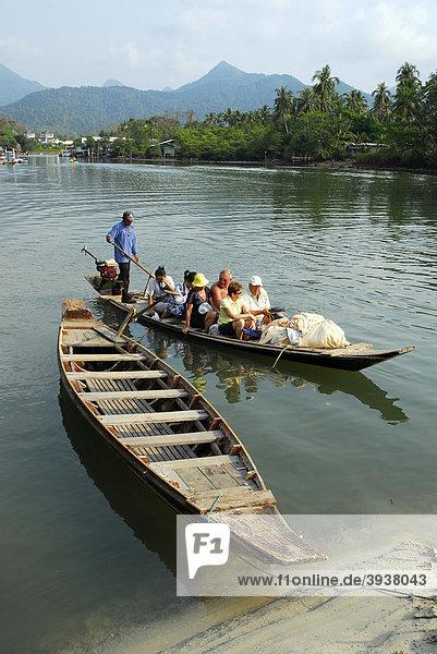 Traditionelle Boote am Klong Plu Fluss  Klong Prao  Insel Koh Chang  Nationalpark Mu Ko Chang  Trat  Golf von Thailand  Thailand  Asien