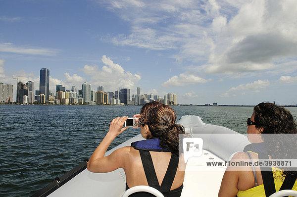 Sightseeing mit dem Boot  Downtown Miami  Florida  USA