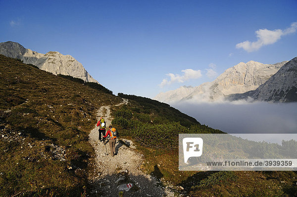 Goetheweg trail  Karwendelgebirge mountains  Innsbruck  Tyrol  Austria  Europe