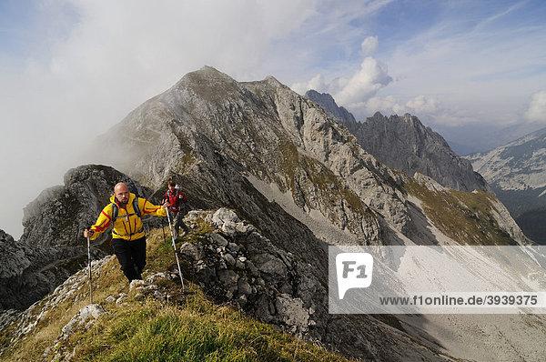 Wanderer  Goetheweg  Karwendelgebirge  Innsbruck  Tirol  Österreich  Europa
