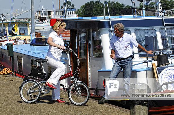 Radfahrer  Sloten  Friesland  Holland  Niederlande  Europa