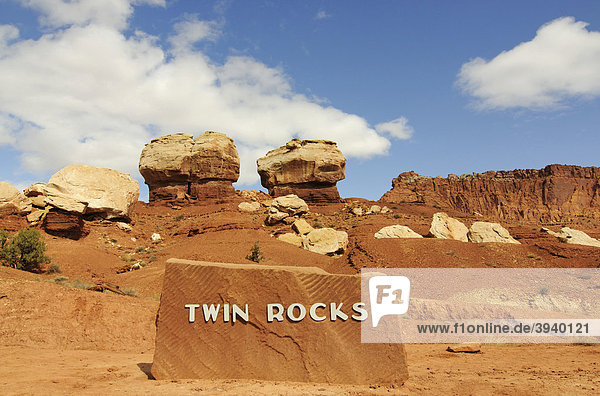 Twin Rocks  Capitol Reef Nationalpark  Utah  USA
