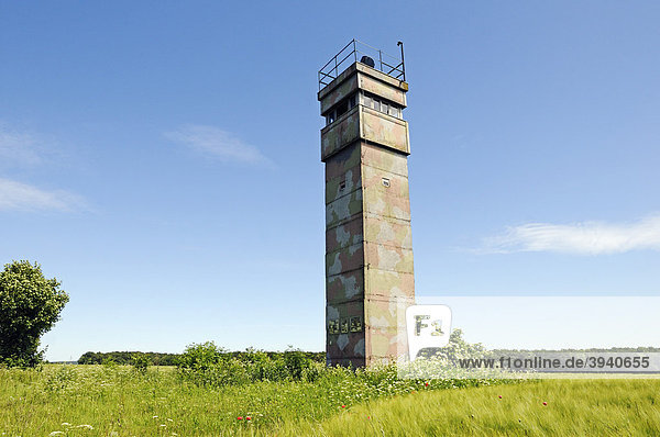 Beobachtungsturm der DDR an der einstigen innerdeutschen Grenze  Katharinenberg  Wendeleben  Thüringen  Deutschland  Europa