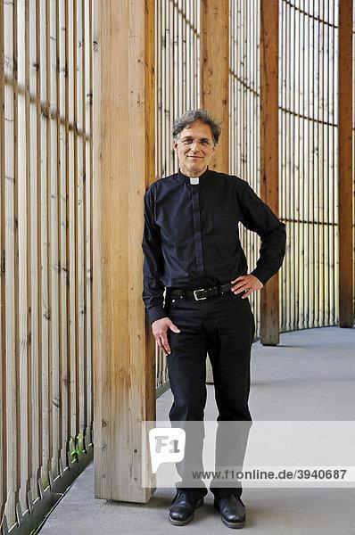Manfred Fischer  Pfarrer der Versöhnungsgemeinde  Kapelle der Versöhnung  Gebiet ehemaliger Todesstreifen  Berlin  Deutschland  Europa