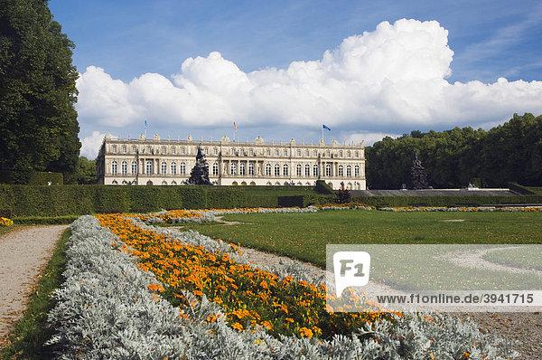 Schloss Herrenchiemsee  Schlosspark  Herreninsel  Chiemsee  Chiemgau  Oberbayern  Deutschland  Europa
