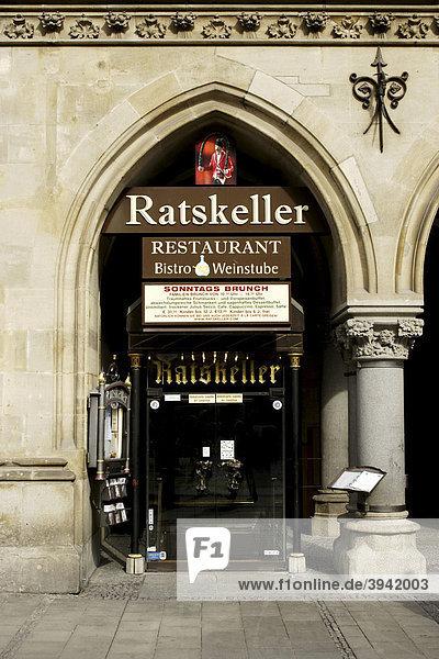 Restaurant Ratskeller  Eingang  Tür  Marienplatz  München  Oberbayern  Deutschland  Europa