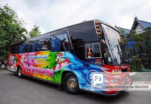 Farbiger Reisebus  Bangkok  Thailand  Asien