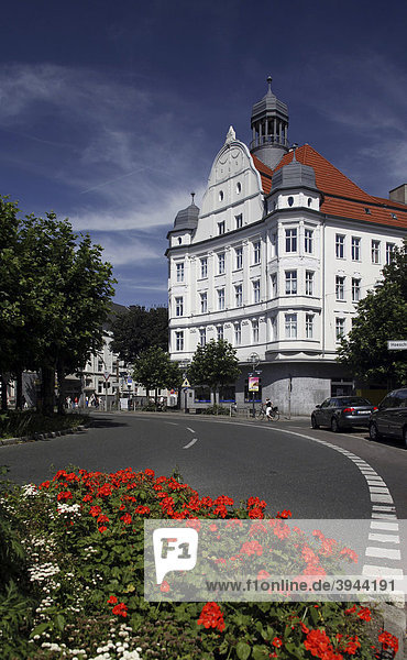 Borsigplatz mit repräsentativem Geschäftshaus  Nordstadt  Dortmund  Nordrhein-Westfalen  Deutschland  Europa