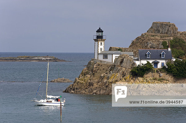Leuchtturm auf der Ile LouÎt in der Bucht von Morlaix  Finistere  Bretagne  Frankreich  Europa
