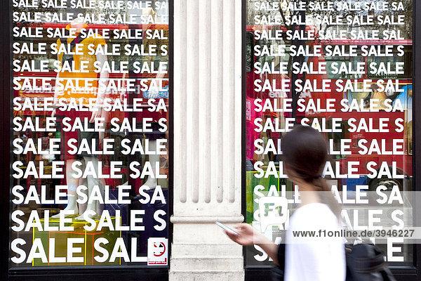 Geschäft mit Schlussverkauf  Sale  in der Oxford Street in London  England  Großbritannien  Europa Geschäft mit Schlussverkauf, Sale, in der Oxford Street in London, England, Großbritannien, Europa