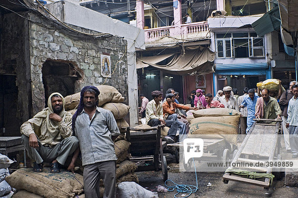 Carriers in the Spice Bazaar  Old Delhi  India  Asia