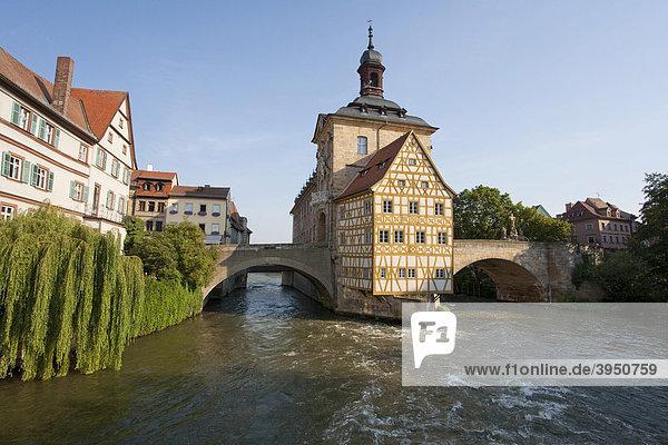 Altes Rathaus an der Regnitz  Obere Brücke  Bamberg  Franken  Bayern  Deutschland  Europa