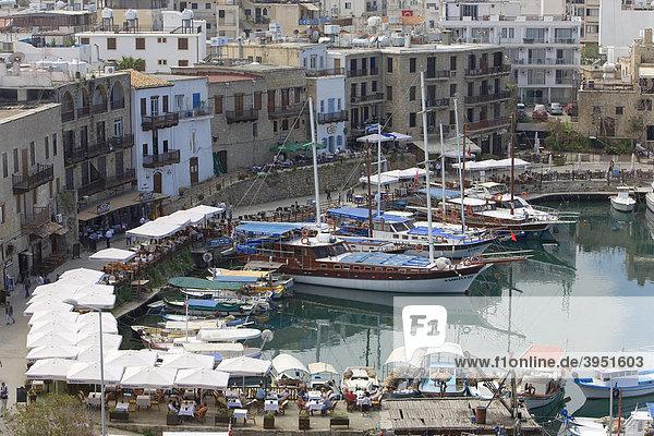 Fischerdorf  Hafen  Girne  Keryneia  Zypern  Griechenland  Europa