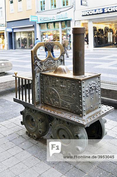 Denkmal einer eisernen Bergbau-Zugmaschine  Fußgängerzone  Göttingen  Niedersachsen  Deutschland