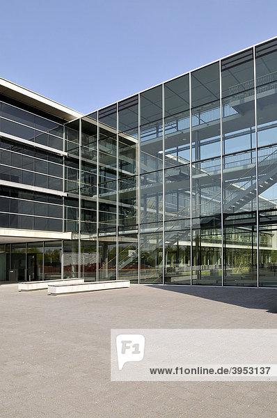Moderne Schule und Bürogebäude  München  Bayern  Deutschland  Europa