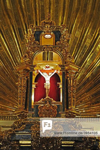 Jesus  golden  Sanktuarium de la Vera Cruz  Santurio  Heiligtum des wahren Kreuzes  Kirche  Burg  Museum  Kreuz  Caravaca de la Cruz  heilige Stadt  Murcia  Spanien  Europa