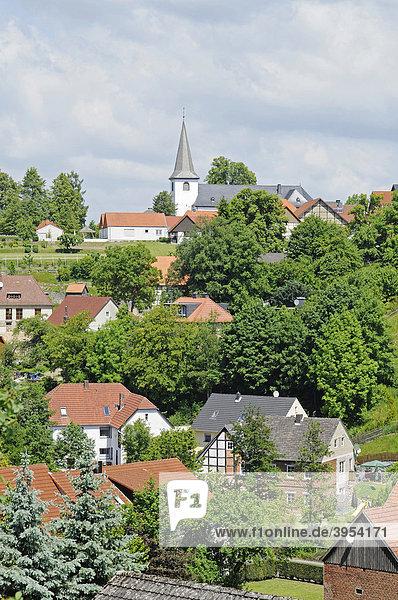 Stadtansicht  Kirche  Fürstenberg  Dorf  Bad Wünnenberg  Sauerland  Nordrhein-Westfalen  Deutschland  Europa