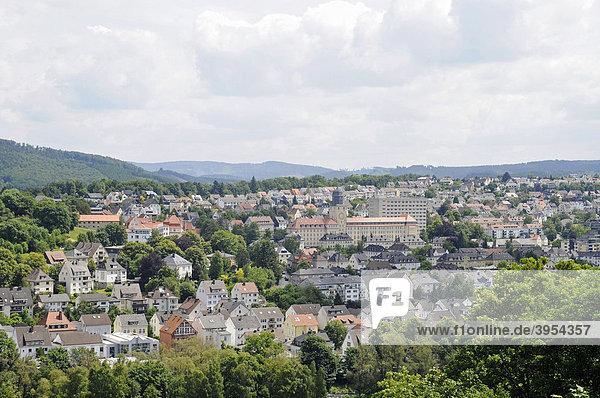 Neustadt  Stadtübersicht  Landschaft  Blick vom Schlossberg  Burg  Arnsberg  Sauerland  Nordrhein-Westfalen  Deutschland  Europa