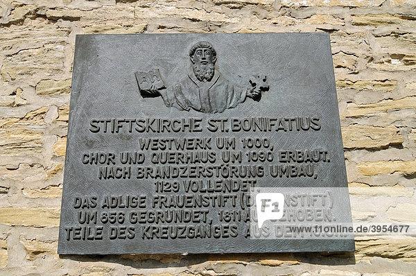 Schild  Stiftskirche St Bonifatius  Kloster  Kirche  Freckenhorst  Warendorf  Münsterland  Nordrhein-Westfalen  Deutschland  Europa