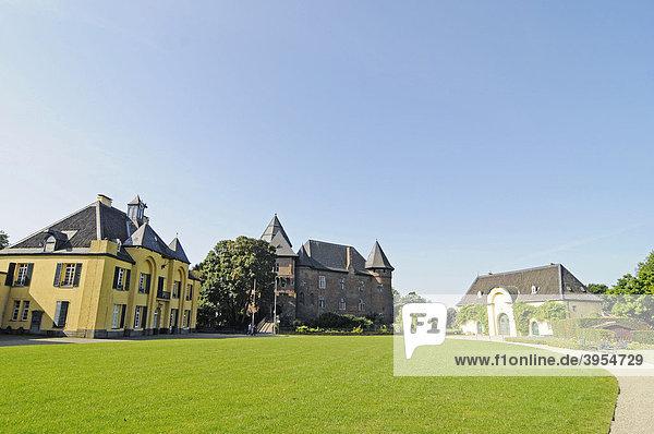 Schlosspark  Jagdschloss  Wasserburg Linn  Museum  Krefeld  Nordrhein-Westfalen  Deutschland  Europa