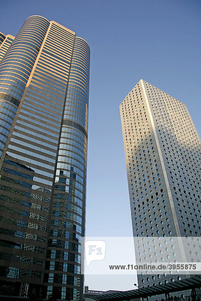 Spiegelungen  Dämmerung  Hochhäuser  Hong Kong Island  Hongkong  China  Asien