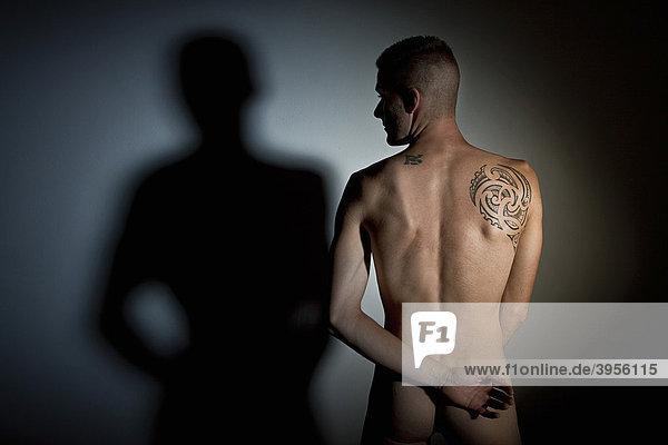mannlicher akt tatus