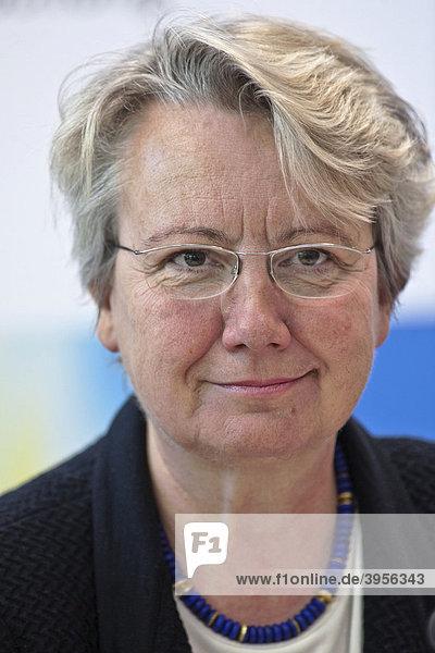 Portrait der Ministerin für Bildung und Forschung Annette SCHAVAN  CDU  anlässlich der Eröffnung des Deutschen Forschungszentrums für Neurodegenerative Erkrankungen  DZNE