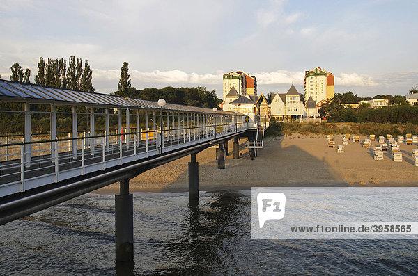 Blick von der Seebrücke auf das Seebad Heringsdorf  Insel Usedom  Mecklenburg-Vorpommern  Deutschland  Europa