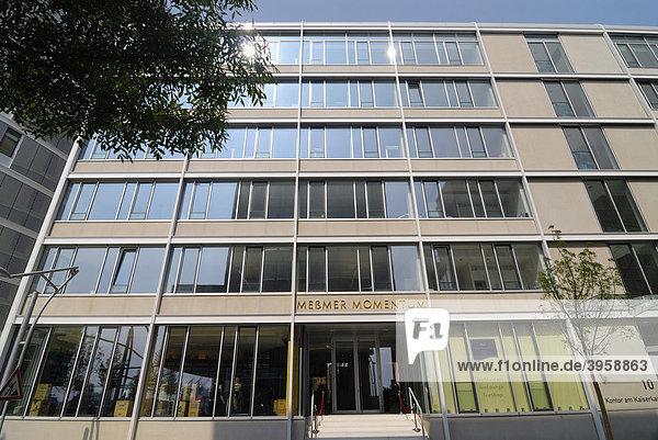 Meßmer Momentum und moderne Architektur am Kaiserkai in der HafenCity von Hamburg  Deutschland  Europa