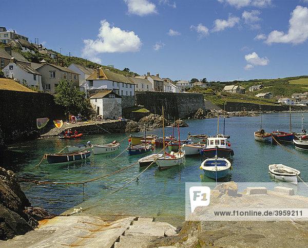 Fischerboote  Coverack  Cornwall  England  Großbritannien  Europa
