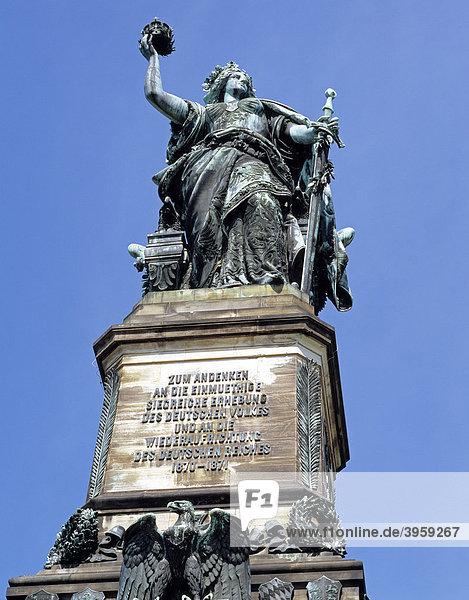 Die Figur der Germania  Niederwalddenkmal bei Rüdesheim  Hessen  Deutschland