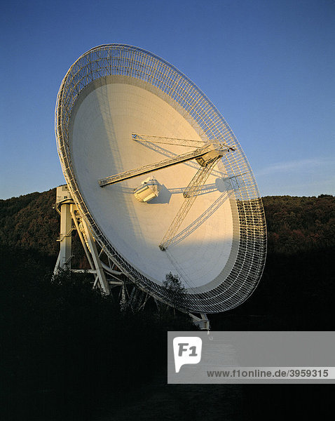 Radioteleskop des Max-Planck-Instituts für Radioastronomie  Effelsberg  Bad Münstereifel  Nordrhein-Westfalen  Deutschland  Europa