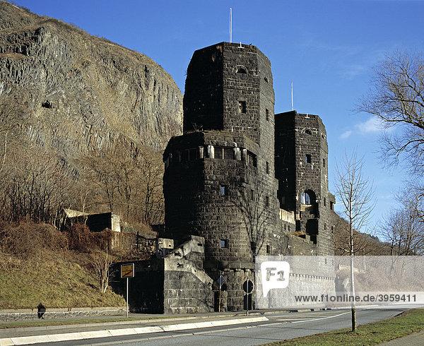 Reste der Brücke von Remagen in Erpel auf der Ostseite des Rheins  Rheinland-Pfalz  Deutschland  Europa