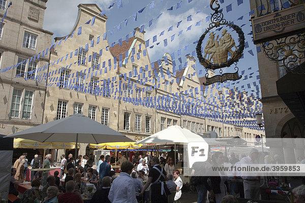 Europatag in Münster  Giebelhäuser am Prinzipalmarkt  Nordrhein-Westfalen  Deutschland  Europa