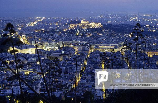 Akropolis mit Parthenontempel  Blick vom Lycabettos-Hügel  Athen  Griechenland  Europa
