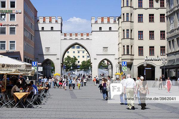 Neuhauser Straße mit Karlstor  München  Oberbayern  Bayern  Deutschland  Europa