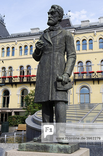 Johan Sverdrup  1816-1892  first Prime Minister in Norway  memorial  Karl Johans gade  Oslo  Norway  Scandinavia  Europe