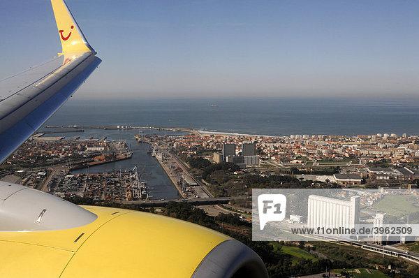 TUIfly Flight to Porto  Boeing 737 700  approaching Porto  North Portugal  Europe